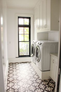 417 best laundry room images on pinterest entrance hall entryway who wouldnt want to do laundry in this gorgeous laundry room we love solutioingenieria Images