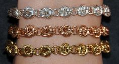 Fourever Chain - MailleArtisans.org - tons of chain maille tutorials and information. jump rings: http://www.ecrafty.com/c-201-jump-rings-split-rings.aspx
