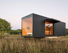 Maison container : une construction économique et rapide #maison #container #shipping #construction #economique #architecture http://www.novoceram.fr/blog/architecture/construction-maison-container