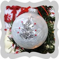 This frosted tree Christmas ornament is quick, easy, and cute. #Holiday