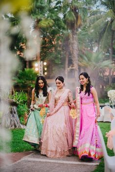 Bridesmaids wearing pretty pink and blue lehenga for wedding. Indian Wedding Pictures, Indian Wedding Poses, Indian Wedding Photography Poses, Bride Pictures, Indian Bridal, Indian Weddings, Photography Couples, Girl Photography, Bridesmaid Poses