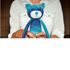Amigurumioyuncak modellerine devam ediyoruz. Sevimli bir kedi yapıyoruz.Örgü oyuncak modellerini örmeye ilgi duyanlar için güzel ve kolay bir örnek.