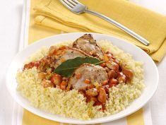 **Pollo e fagioli con cous-cous: per 1 persona: 50 gr. cus-cus, 90 gr. fagioli in scatola opp. 30 gr. secchi, 100 gr. coscia pollo, misto soffritto, passata pomodoro, foglia alloro, 1 cc olio, sale, pepe. PORZIONI WW: 2 carb. chiari, 2 proteine, 1 grasso
