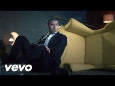 Nick Jonas e Shay Mitchell in un mare di baci e carezze nel video musicale per Under You, il nuovo singolo di Jonas estratto da Last Year Was Complicated.