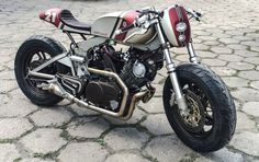 Yamaha XV750 Cafe Racer by Cardsharper Customs #motorcycles #caferacer #motos | caferacerpasion.com