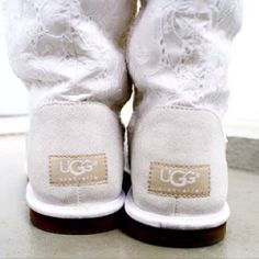 #White + #lace #Uggs for this season's wishlist!