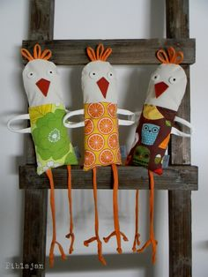"This has got to be for brother ""Birdlegs""! Baby Crafts, Easter Crafts, Crafts For Kids, Sewing Toys, Sewing Crafts, Sewing Projects, Birdhouse Craft, Chicken Pattern, Little Red Hen"