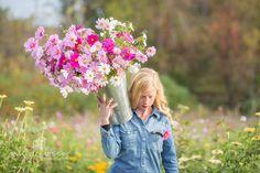 #farmerflorist #flowerfarmer Fresh harvest of Cosmos. Image by @AshleySlessor