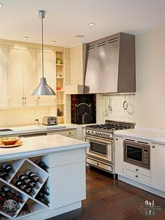 #ThrowbackThursday: a marriage of modern and traditional incorporating the #Bertazzoni #Heritage edition stove in cream! Talk to us if you need more info!