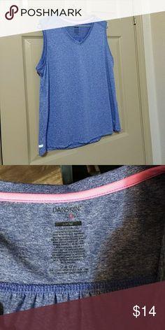 Danskin active wear top nwot Loose fit vneck never worn Danskin Now Tops Tees - Short Sleeve