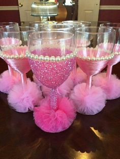45 ideas baby shower party favors girl wine for 2019 Decorated Wine Glasses, Painted Wine Glasses, Wine Glass Crafts, Bottle Crafts, Nye Party, Party Time, Pink Parties, Birthday Parties, Birthday Gifts