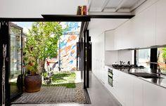 Modernes Haus in Melbourne, Austin Maynard Architects - Haus Dekoration Architecture Baroque, Residential Architecture, Architecture Design, Small Courtyards, Internal Courtyard, Melbourne House, Light Well, Tiny House Plans, Tiny House Design