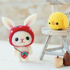 Japanese Needle Wool Felt Mascot DIY Kit - Strawberry Hat Bunny & Little Chick - Yoko Ohko - Kawaii Hamanaka - JapanLovelyCrafts Wool Needle Felting, Needle Felted Animals, Wet Felting, Felt Animals, Felted Wool Crafts, Felt Crafts, Diy Crafts, Craft Kits, Diy Kits