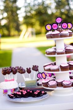 I think I've decided on a Minnie Mouse themed birthday party for Sienna's 2nd birthday this month!