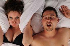 Além de perder peso para evitar os roncos e melhorar a apneia do sono é conveniente consumir alimentosque aliviam a congestão e favorecem a eliminação de toxinas dos pulmões.  O ronco é aquele som desagradável que se produz como consequência de uma obstrução das vias respiratórias.  Uma das coi