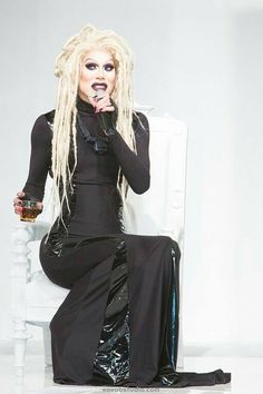 I love Sharon Needles! And this is the look that I've been trying to get. Perfect♡