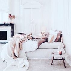 Image about bedroom in Home 🏡 Deco👍 by Cillyhammes. Cozy Bedroom, Bedroom Inspo, Bedroom Decor, Bedroom Bed, Blush Bedroom, Master Bedroom, Bedroom Inspiration, Fall Bedroom, Bedroom Setup