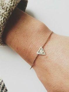 bijoux tendance 2014.  Bijoux tendance .Bijoux fantaisie #colliers #necklaces #bijoux #jewelry . Bijoux Mode. Jewels, bijoux 2014, Bijoux créateurs
