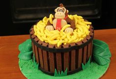 Donkey Kong cake-10 old school video game cakes that'll make you want to eat your controller