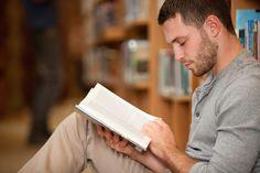 Em apenas seis minutos pode ser o suficiente para reduzir os níveis de estresse segundo estudo  continue lendo em Ler um livro ajuda a reduzir o estresse (7 Indicações)