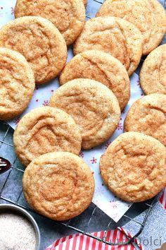 Brown Butter Chai Snickerdoodles - pillowy snickerdoodles flavored with brown butter and chai sugar! Pecan Shortbread Cookies, Vanilla Cookies, Easy Cookie Recipes, Dessert Recipes, Desserts, Cookie Brownie Bars, Cooked Apples, Chocolate Toffee, Cookies Ingredients