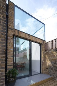 Glass Box extension by Studio 304 sits atop park-side home in Hackney Glass Extension, Roof Extension, Box Architecture, Amazing Architecture, Moderne Pools, Bali, Glass Balcony, Glass Structure, Roof Structure