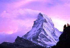 """Han Tanrı Dağı: (Uygurca: Hantengri Dasi; Eski Türkçe, """"Gök'ün efendisi (Han'ı)"""", Dağın görkemli yüksekliği, islam öncesi Türklerin bazı mitlerine kaynak olmuş, ve onu Tengrici bakış açısından kutsal saymışlardır."""