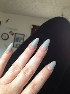Grey Nails Almond Imagine matching your nail art pattern with your favorite sweater this season. This is possible with the cable knit nails that are the latest trends.Fall is coming and many people are trying to find the best wa Nail Designs Spring, Cute Nail Designs, Acrylic Nail Designs, Almond Shape Nails, Almond Nails, Acrylic Nails Stiletto, Gray Nails, Ideas Geniales, Dope Nails
