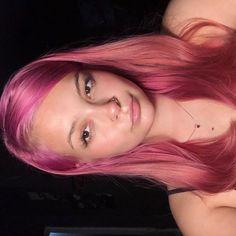 Light Pink Hair, Hair Color Pink, Bright Hair, Light Brown Hair, Curly Scene Hair, Short Scene Hair, Curly Pink Hair, Scene Bangs, Violet Hair