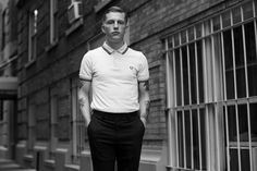 , New York « The Sartorialist - love the fred perry Fred Perry Polo Shirts, Fred Perry Shirt, The Sartorialist, Outfits Hombre, Shirt Tucked In, Mod Fashion, Style Fashion, London Fashion, Moda Masculina