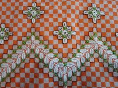 This Pin was discovered by Sha Sashiko Embroidery, Hand Embroidery Stitches, Hand Embroidery Designs, Diy Arts And Crafts, Diy Crafts, Bordado Tipo Chicken Scratch, Chicken Scratch Embroidery, Gingham Fabric, Magnolia Flower