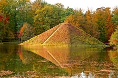 Pyramide im Herbst - Branitzer Park Cottbus, Germany