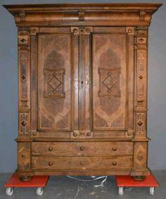 Fresh antiker Schrank Kleiderschrank kassettiert Schnitzdekor ANLIEFERN antiker Kleiderschrank kassettiert Schnitzdekor Nussbaum furniert zerlegbar Imposanter und