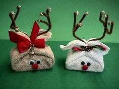 Wash cloth and bar soap reindeer. I like the tan one... cinnamon- or peppermint-scented soap? Jingle bell on bow?