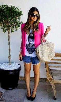 Look: Thássia de T-shirt & Blazer Pink