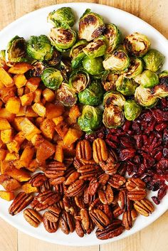 Warm Fall Produce Recipes: Roasted Brussels Sprouts, Cinnamon Butternut Squash, Pecans, and Cranberries + many more yummy recipes Vegetable Dishes, Vegetable Recipes, Vegetarian Recipes, Healthy Recipes, Yummy Recipes, Cooking Recipes, Thanksgiving Salad, Thanksgiving Side Dishes, Vegetarian Thanksgiving