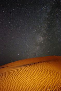 Milky Way Over The Dunes of Erg Chigaga, Morocco | par Rowan Castle