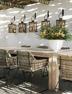The woven resin garden furniture in 52 photos! Outdoor Dining, Outdoor Spaces, Dining Table, Outdoor Decor, Garden Living, Home And Garden, Cheap Home Decor, Diy Home Decor, Lanterns Decor