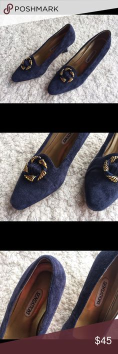 Vintage Suede Blue Kitten Heel w/ Embelleishment Size 7 - Excellent condition - vintage - Beautiful gold embellishment on toe - Kitten Heels - navy blue - Shoes Heels