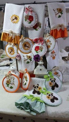 Cross Stitch, Table Decorations, Halloween, Home Decor, Handmade Crafts, Cape Clothing, Table Toppers, Creative Crafts, Punto De Cruz
