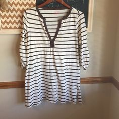 Vineyard vines tunic Brown and cream vineyard vines tunic. Smoke free home. Could be worn as a swim suit cover up. Vineyard Vines Tops Tunics