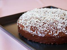 Wenn Eigelb im Kuchen verarbeitet wird, bleibt oft das Eiweiß übrig. Da wegschmeißen nicht mein Ding ist, habe ich einen Eiweiß-Schokokuchen gemacht!