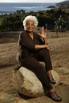 Nichelle Nichols, turning 85 today and still busy acting, talks about life after 'Star Trek' Star Trek 1966, Star Trek Tv, Star Wars, Star Trek Ships, Star Trek Voyager, Stargate, Science Fiction, Star Trek Tattoo, Star Trek Posters