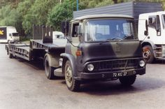 British Army Bedford TK 4x2 tractor LET. Antique Trucks, Antique Cars, Bedford Truck, Classic Trucks, Classic Cars, Vintage Tractors, Army Vehicles, Vintage Vans, Jeep Truck