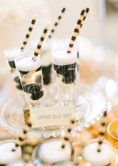 Gatsby-inspired wedding dessert table #Gatsbywedding #vintage #weddingdessert #desserttable #dessertbar