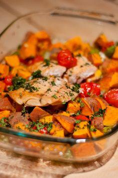 Zalige zalm uit de oven met zoete aardappel Healthy Diners, Healthy Diet Recipes, Healthy Food, Wonderful Recipe, Sugar Free Recipes, Evening Meals, Snack, Fish Recipes, Love Food