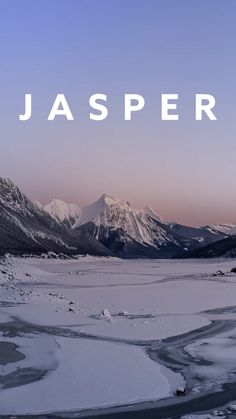 Discover Jasper in the beautiful Rocky Mountains of Canada. With our Jasper travel tips you will have the perfect winter adventure in the Rocky Mountains. Alberta Canada, Canada Travel, Us Travel, Jasper Park, Park Lodge, Park Pictures, Rocky Mountain National Park, Day Hike, Rocky Mountains