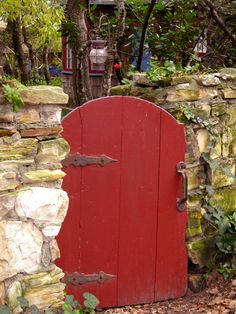 I have written before about the fenced front yards in Carmel and about the charming gates that welcome us beyond that fence. I love the diversity. Wooden gates are the most prevalent. Some sit in …