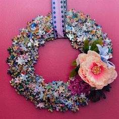 This is a super simple wreath all you need is a wreath shape cut out of cardboard and time to bond with your hot glue gun! Diy Projects To Try, Crafts To Make, Fun Crafts, Crafts For Kids, Arts And Crafts, Paper Crafts, Puzzle Piece Crafts, Puzzle Art, Puzzle Pieces