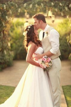 Love everything about this. The dress, hair, flowers, groom's suit, pose,outdoor...... definitely an inspiration